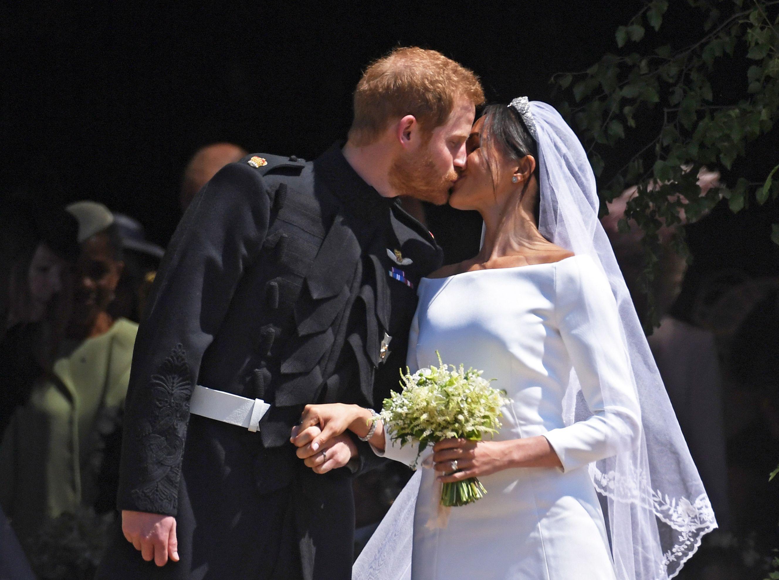 Buchetul Lui Meghan Markle Este Un Tribut Adus Prințesei Diana