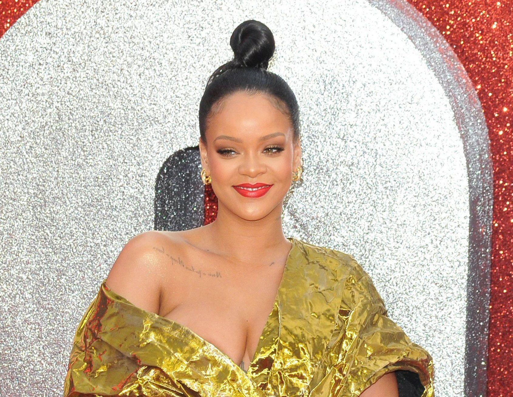 Rihanna Are O Nouă Tunsoare Asimetrică Glamourro