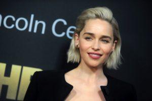 Emilia Clarke are acum părul scurt și arată superb