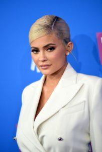 Kylie Jenner și-a vopsit părul roz