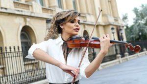 """Interviu cu Raluca Răducanu (Fata cu Vioara): """"Relația mea cu muzica este profundă, intimă și foarte puțin rațională"""""""