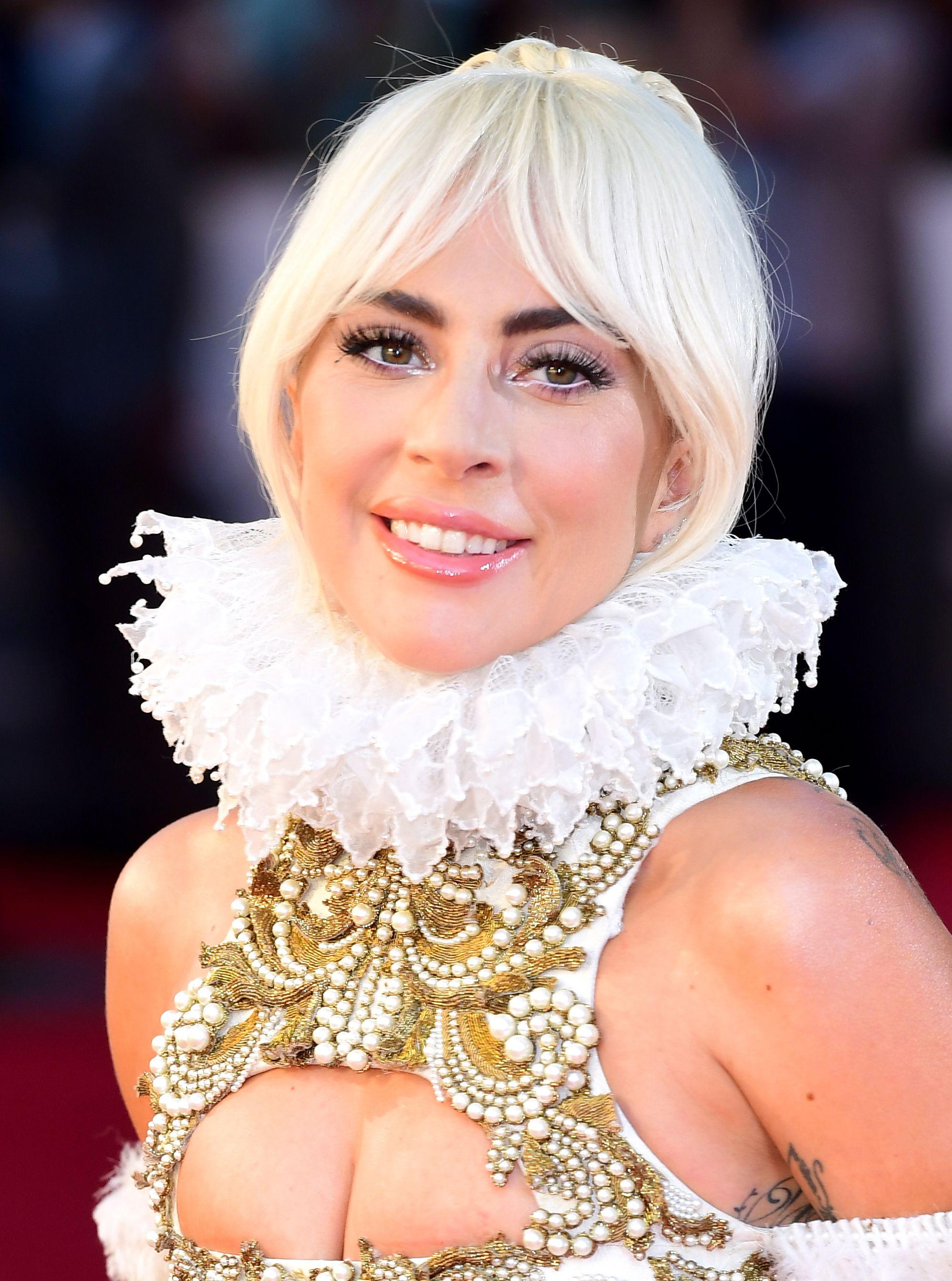 Lady Gaga și-a tuns și vopsit părul după ce a terminat filmările pentru A Star is Born