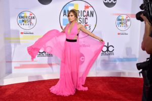 Jennifer-Lopez-american-music-awards-2018-tinute-covor-rosu