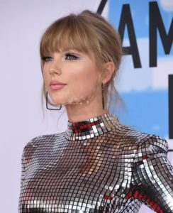 10 coafuri și machiaje de la American Music Awards pe care să le porți și tu toamna asta