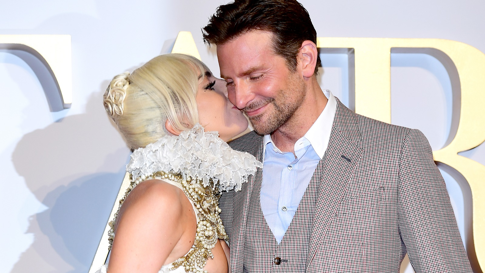 """Ce i-a interzis Bradley Cooper lui Lady Gaga să poarte în timpul filmărilor pentru """"A Star Is Born"""""""