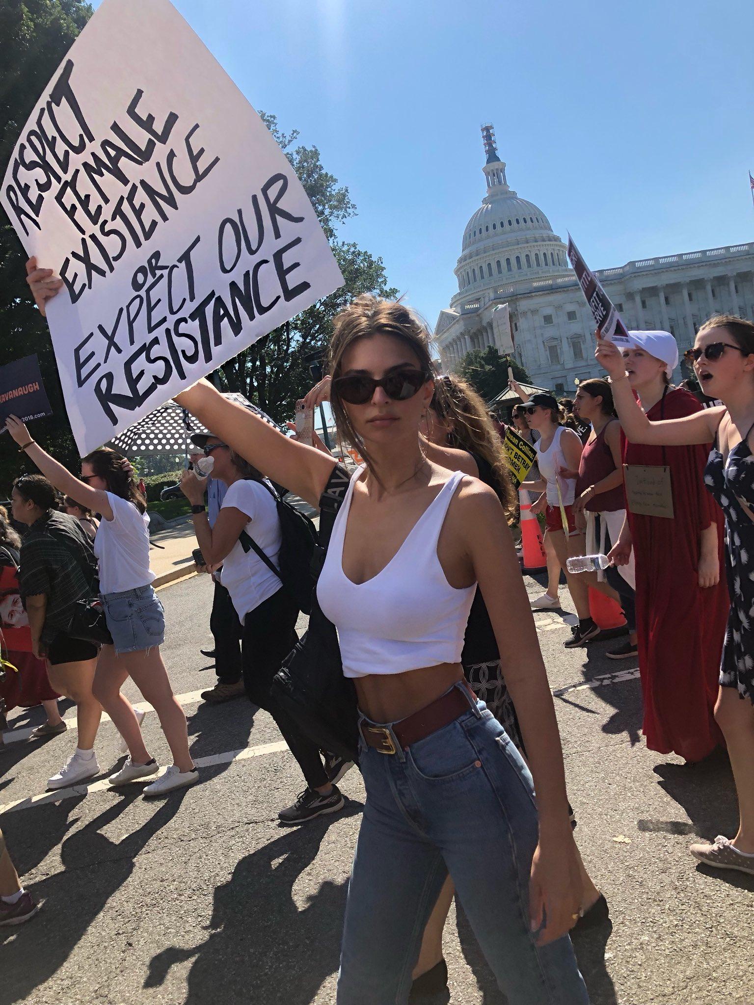 Emily Ratajkowski și Amy Schumer au fost arestate împreună la un protest pentru drepturile femeilor