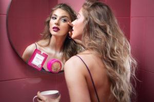 De ziua internațională a cafelei, Foreo dezvăluie beneficiile măștii inteligente infuzate cu cafeină