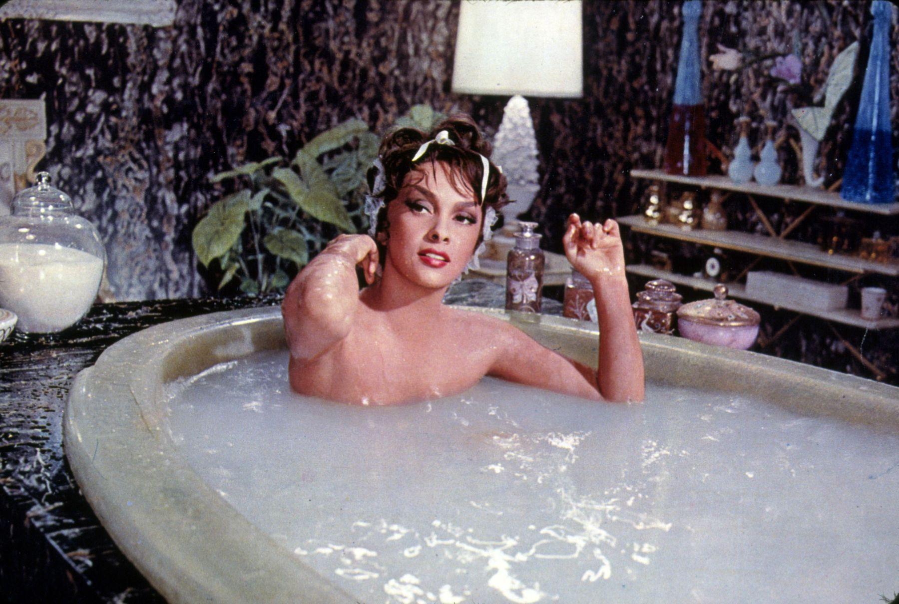O baie fierbinte poate arde la fel de multe calorii precum o plimbare de 30 de minute