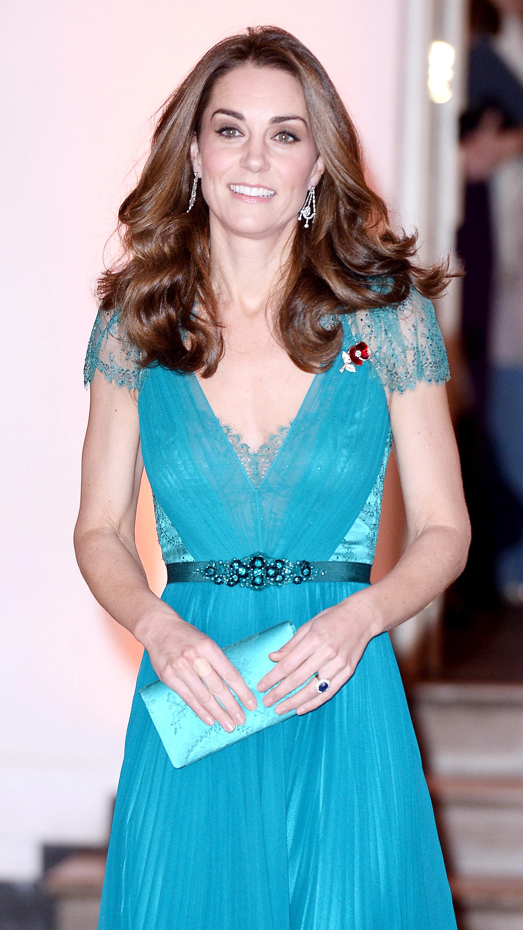 Patru produse esențiale pe care Kate Middleton le are întotdeauna în poșetă