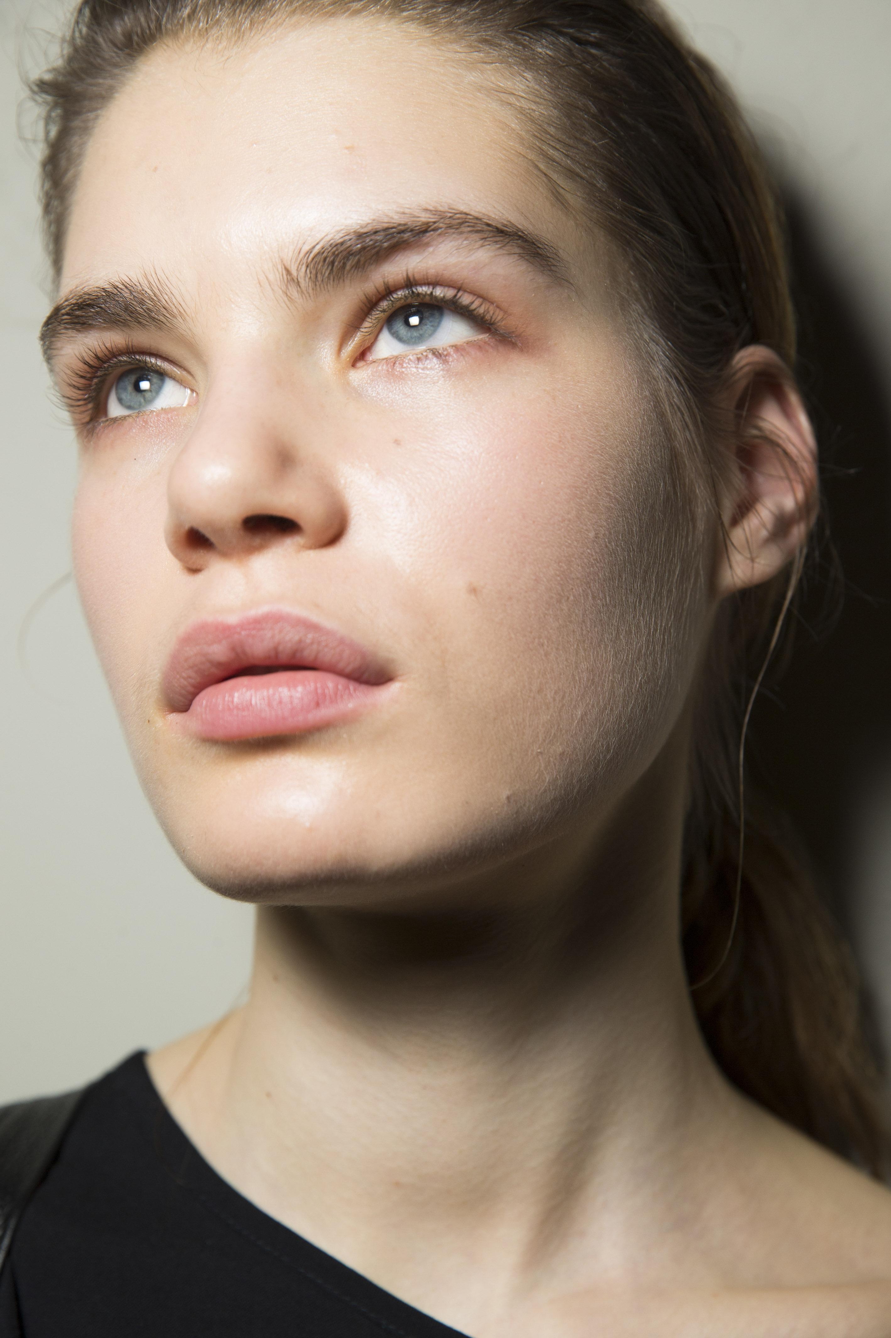 6 motive surprinzătoare pentru care ți se usucă buzele