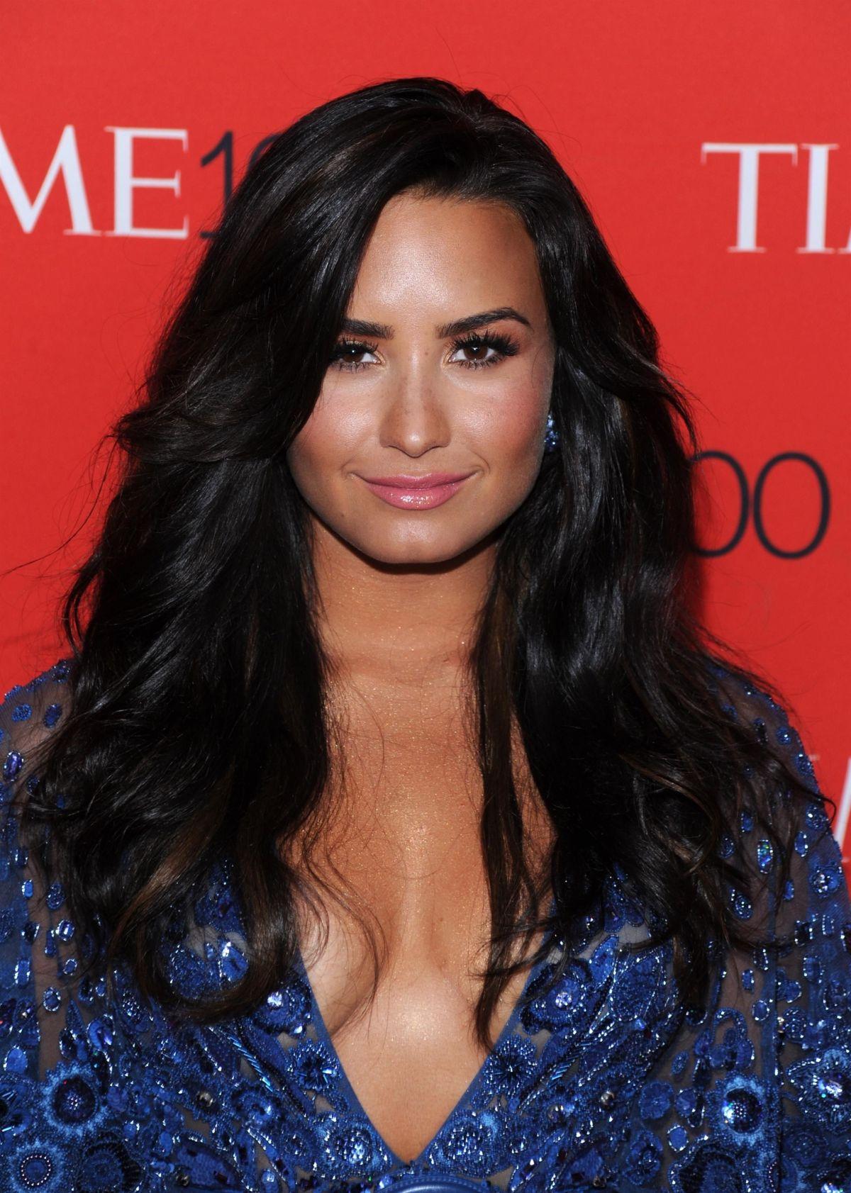 Demi Lovato se simte din ce în ce mai bine, și are un selfie să o dovedească