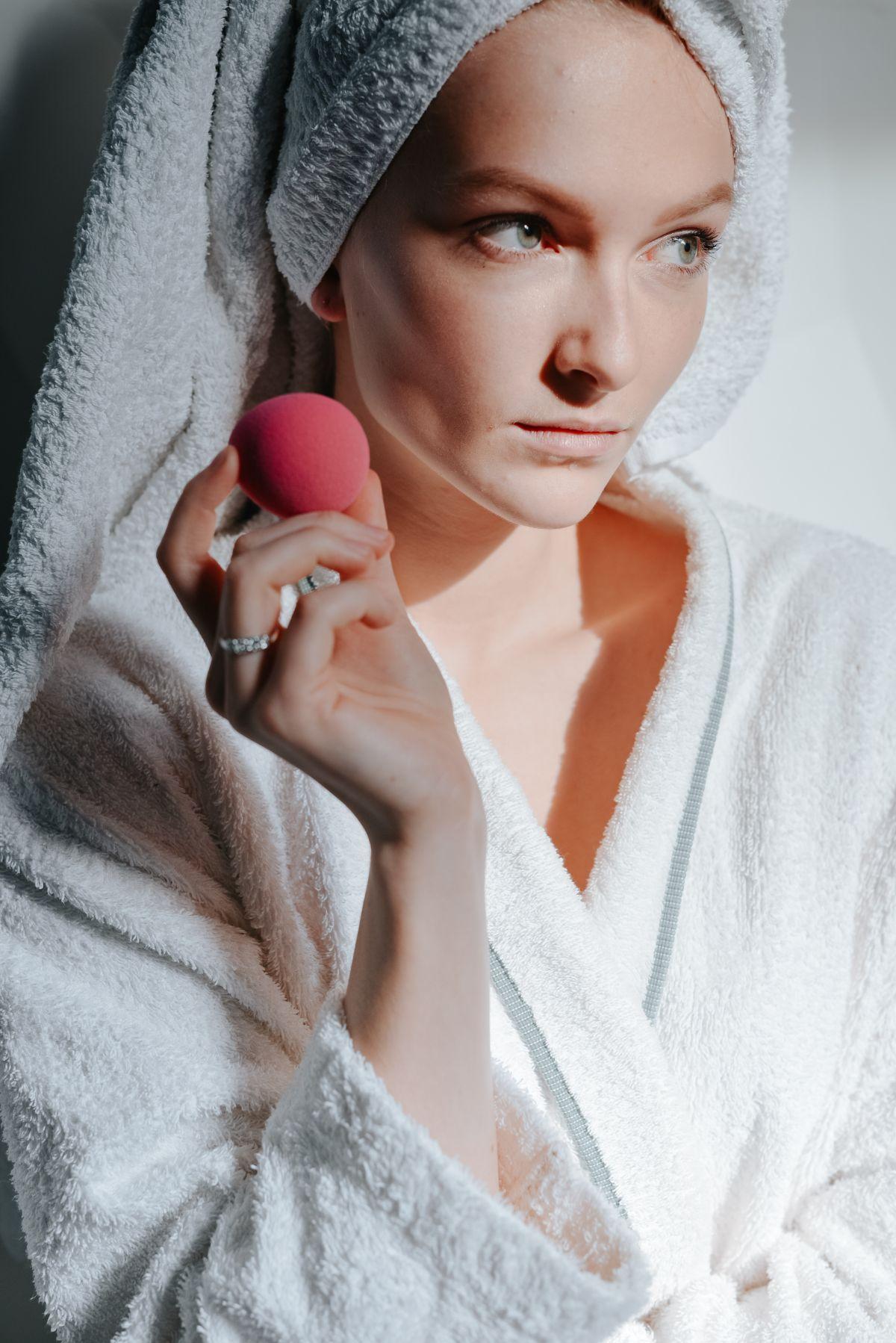 Greșeala pe care o faci atunci când folosești Beautyblenderul, conform celei care l-a creat